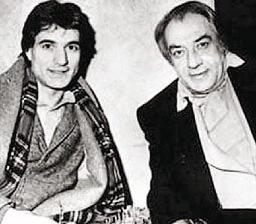 Babası, ünlü sinema, tiyatro ve seslendirme sanatçısı Sadettin Erbil'dir. O da oyunculuğa ilk başladığı yıllarda Yeşilçam filmlerinde rol almış ve seslendirme yapmıştır.
