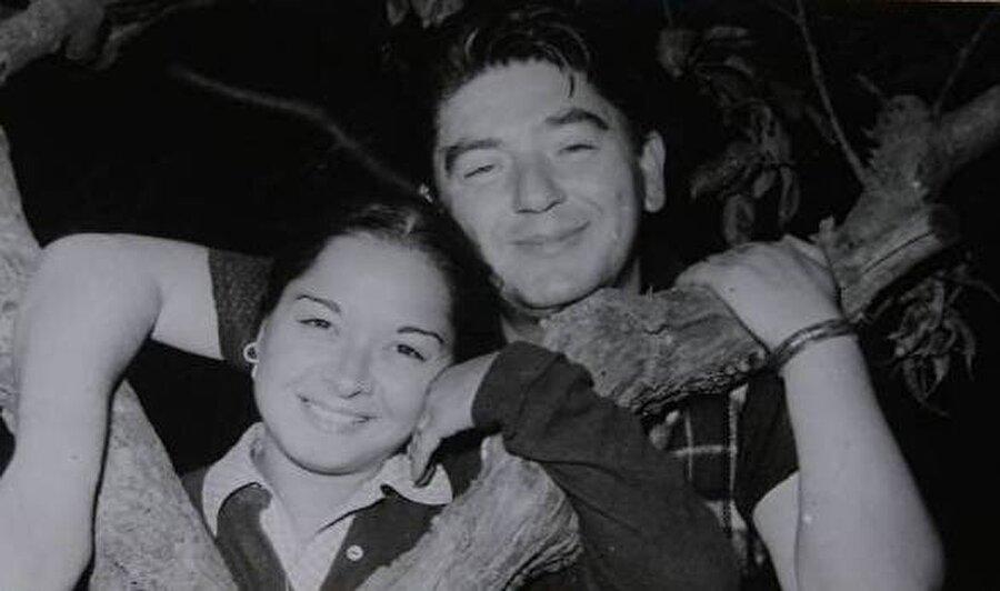 İlk sahne deneyimi 8 yaşında                                      İlk olarak sekiz yaşında sahneye çıkan Kıvılcım, İstanbul Şehir Tiyatroları'nda çalıştı. 1954 yılından itibaren çok sayıda filmde rol alan usta ismin, Semih Sezerli ile olan evliliğinden 1967 doğumlu Kıvılcım Sezerli adında bir de oğlu var.
