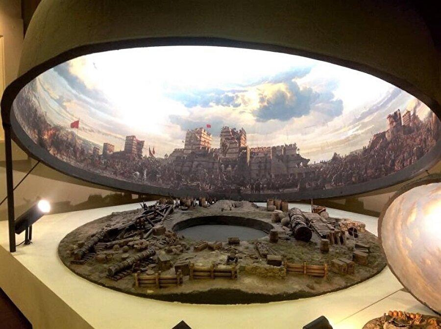 Panorama 1453 Tarih Müzesi - Topkapı                                      Tarihi sevenler, İstanbul'un fethini yaşamak isterseniz Panorama 1453 Tarih Müzesi'ni ziyaret edebilirsiniz. Mekanda yükselen top sesleri, atmosferi daha derinden hissetmenizi sağlar.