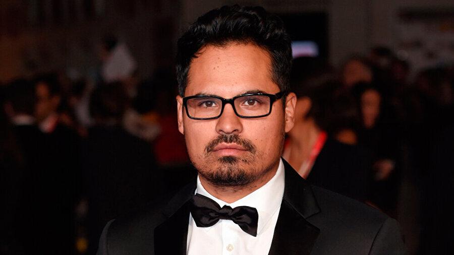 Michael Pena - Kiki Camarena                                                                           42 yaşındaki Amerikalı oyuncu, kuşkusuz ekibin en çok eleştirilen ismi oluyor. Başrolde izlediğimiz Pena, romantik komedi işlerindeki çalışmalarıyla tanınıyor.