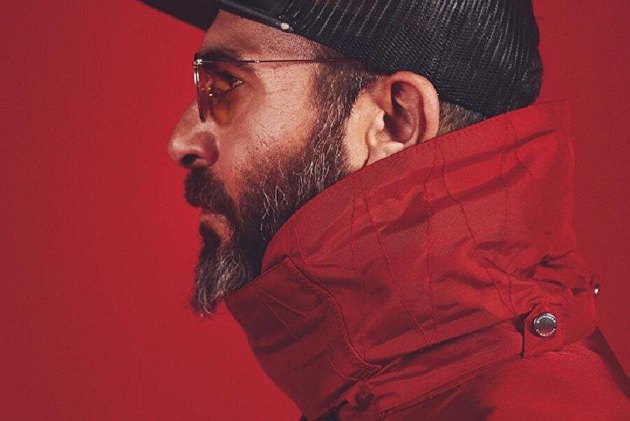 1. Jabbar Asıl ismi Mücahit Turan olan Jabbar, sözünü ve müziğini yazdığı şarkılarıyla deephouse müziği geliştiren kişi oldu demek mümkün. Nitekim yakın zamanda yayımladığı şarkılarının hepsi oldukça ilgi çekti.