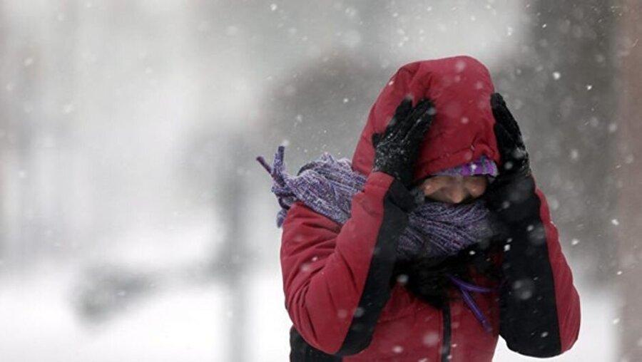 5. Kış hastalıkları yüz felcini tetikler Gribal enfeksiyonlar ve kulak enfeksiyonları da yüz felcine yatkınlığı artırıyor. Bu nedenle uyku ve beslenmenize dikkat etmeli, bağışıklık sisteminizi güçlendirmelisiniz.