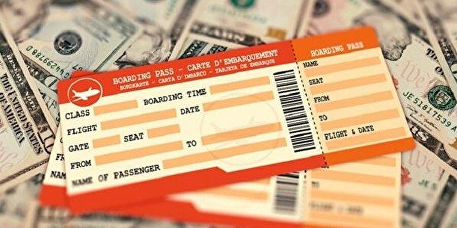 Önemli ikinci adım: Ukrayna'ya ucuz uçak bileti almak                                                                                                                                                     Ukrayna Türkiye'den gün içerisinde çok sayıda uçuş yapılan ve uçakların boş kalmadığı Türk turist tarafından sevilen yabancı ülkelerden birisi bu yüzden Ukrayna için uçak bileti almak istediğinizde 1 ay öncesinden ucuz gidiş-dönüş fiyatları bulabiliyorsunuz özellikle Ukrayna'nın kendi havayolu şirketi çok sayıda kampanya ile Türkiye'ye uçuş gerçekleştiriyor. Asıl değinmemiz gereken konu ise, Ukrayna vize serbesti olan bir ülke olduğu için ülkesine gelen turistlerin mülteci olmadıklarına inanmak adına onların uçak biletlerinin gidi-dönüş mü yoksa sadece gidiş mi olduğunu ülkeye daha girmeden pasaport kontrolünde göstermenizi isteyebiliyor. Bu yüzden biletinizi gidiş-dönüş almak çok yüksek bir önem arz ediyor ki eğer biletinizi gidiş dönüş almadıysanız indiğiniz havalimanı veya Ukrayna'da bulunan başka bir havalimanından planınızı pasaport kontrol polisini ikna edecek şekilde mülteci olmadığınızı anlatmanız gerekiyor çünkü diğer türlü deport edilirsiniz. Önerdiğimiz Siteler:https://www.skyscanner.com.trhttps://www.ucuzabilet.com/