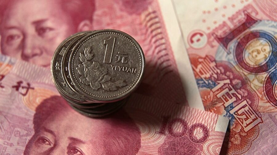 Çin Yuanı Çin'in resmi para birimi Yuan'dır. Fakat çoğunlukla RMB (Ren Min Bi) kullanılmaktadır. Çin Halk Bankası (Çin Merkez Bankası) tarafından basılır. Çin Halk Cumhuriyeti'nde kullanılan daha küçük para birimleri Yuan'ın 10'a bölünmesi ile Jiao ve onun da 10'a bölümü ile Fen ortaya çıkar. Yani; 1 Yuan= 10 Jiao= 100 Fen olarak kullanılmaktadır.