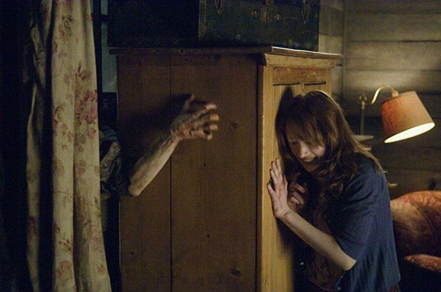 Dehşet Kapanı (The Cabin in the Woods)                                      Artık klasikleşmiş olan, 5 kişilik arkadaş grubunun başına gelen korkunç olaylar hikayesini karşımıza çıkaran film, 2011 yılının en iyi korku gerilim yapımı olarak kabul edilir. ImDb puanı 7.0.