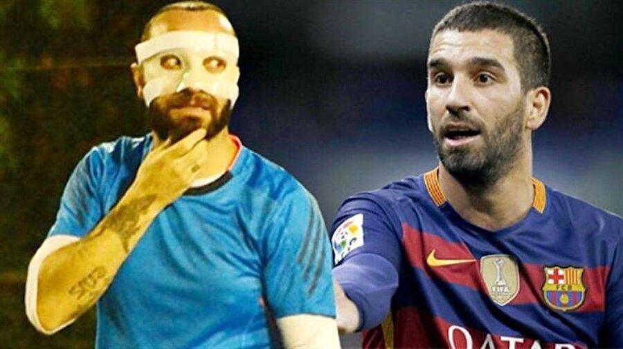 Halı sahada görüntülendi Medipol Başakşehir oyuncusu Arda Turan'la kavga eden ve burnu kırılan ünlü popçu Berkay Şahin, son olarak arkadaşlarıyla halı saha maçı yaparken görüntülenmişti.