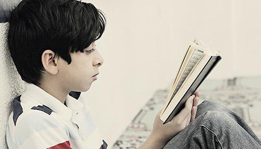 6. Çocuk 12 yaşına geldiğinde                                                                                                                Buluğ çağına yaklaşmış çocuklar iki dakikada bir sayfaya bakarak okumayı, Namaz tesbihat ve dualarını, kısa sureleri ve Kur'an'a ait temel bilgileri biliyor olması gereklidir.