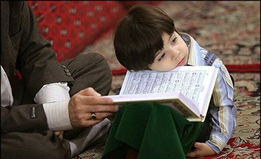 9. Çocukla Kur'an'ı buluşturduğumuz zaman ummadık tepkiler alabilirsiniz                                                                                                                Kur'an bizim için ne kadar değerliyse şeytan içinde o kadar önemlidir. Biz çocuğumuzun kalbine Kur'an sevgisini işlemeye çalıştıkça şeytan aksi yönde buğz edecektir. Buna hazırlık olmalıyız. Çocuğunuzu kaybetmek istemiyorsanız eğer...