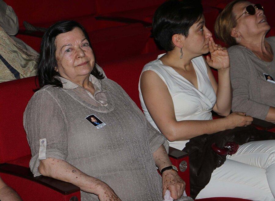 Ödülleri 6. Afife Tiyatro Ödülleri, 2002Yardımcı Rolde Yılın En Başarılı Kadın Oyuncusu
