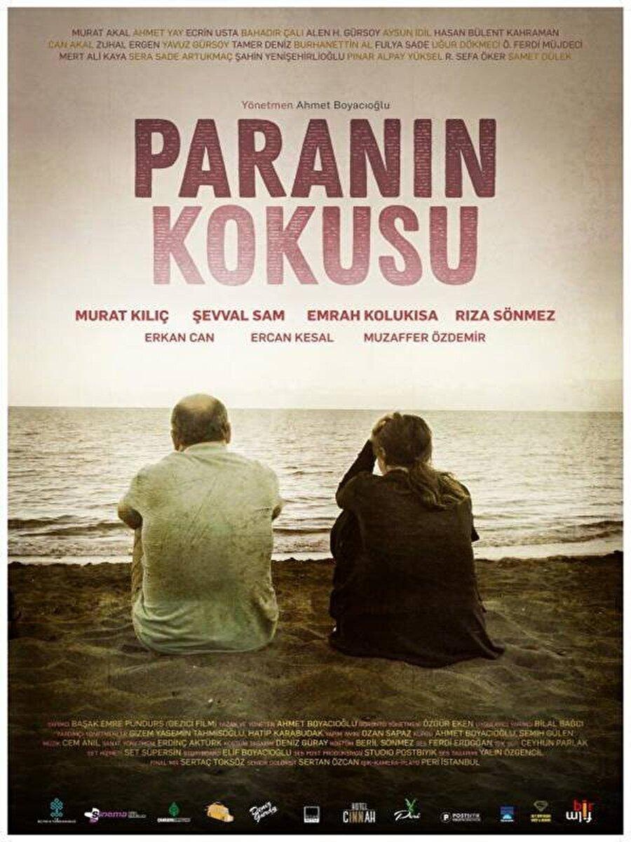 """2. Paranın Kokusu                                      Ahmet Boyacıoğlu'nun yazıp yönettiği """"Paranın Kokusu"""", taksi şoförlüğü yapan bir adam ile arkadaşlarının bir taksi müşterisine yaptıkları şantajla ellerine yüklü miktar para geçmesi sonucu yaşananları konu alıyor. Dram ve komedi karışımı filmde Murat Kılıç, Şevval Sam, Emrah Kolukısa, Rıza Sönmez, Erkan Can, Ercan Kesal ve Muzaffer Özdemir rol aldı."""