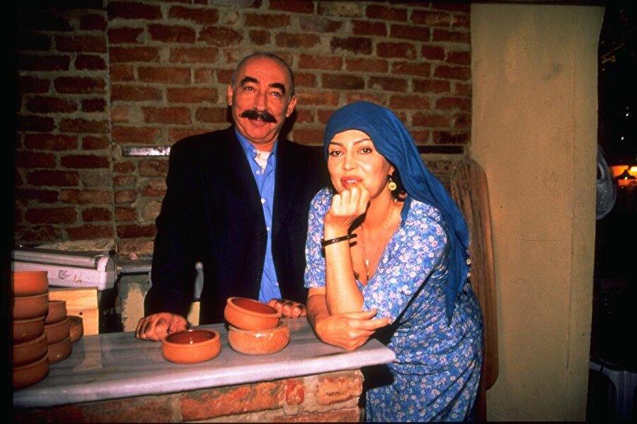 İkinci Bahar                                      Türkan Şoray ve Şener Şen'i sinemadan sonra televizyonda bir araya getiren proje olmasıyla da değerli ve özel. Nurgül Yeşilçay ve Ozan Güven gibi isimleri de bizlere kazandırmıştı. Geri dönsün denilendir.