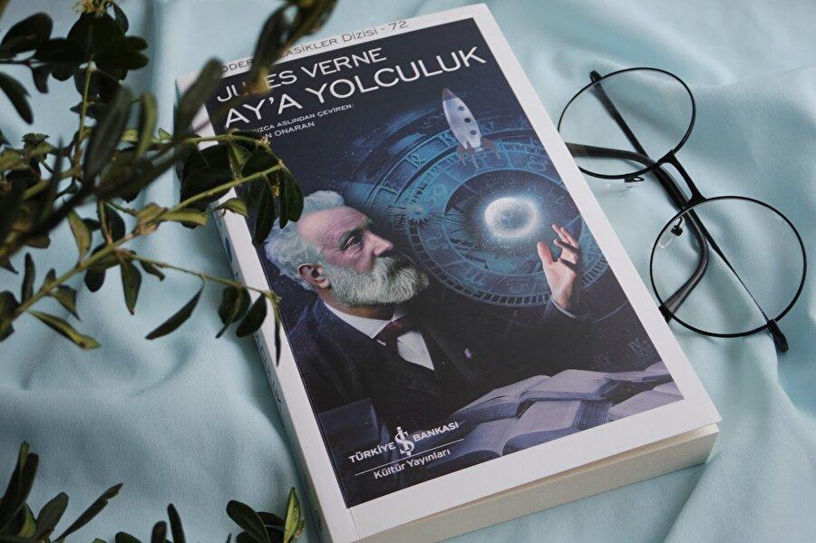 Ay'a Yolculuk - Jules Verne                                                                                                                                                     Çocukluk deyince akla ilk gelen yazar ve romanlardan biri olan Ay'a Yolculuk, kaçırılmaması gereken eserlerden biri olarak dikkat çekiyor. İnsanın Ay üzerinde ilk yürüyüşünden yaklaşık yüz yıl önce, 1865'te yayımlanan bu roman, sadece bu yönüyle bile bilimsel açıdan oldukça dikkat çekiyor.