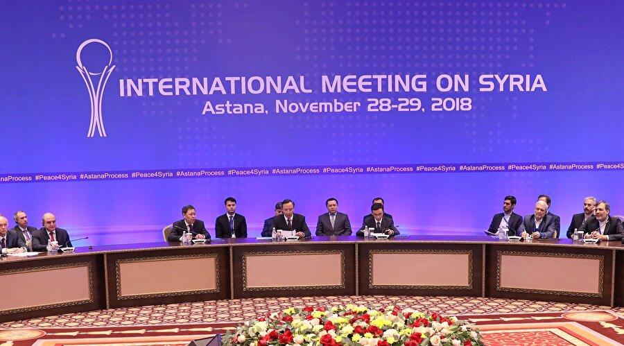 """""""Artık Astana'nın fişini çekme vakti"""" ABD'nin Suriye Özel Temsilcisi James Jeffrey, Dışişleri Bakanlığının geçen hafta, Türkiye, Rusya ve İran arasında Suriye için yapılan Astana görüşmelerinin başarısız olduğu söylemini tekrarlayarak """"Artık Astana'nın fişini çekme vakti."""" dedi."""