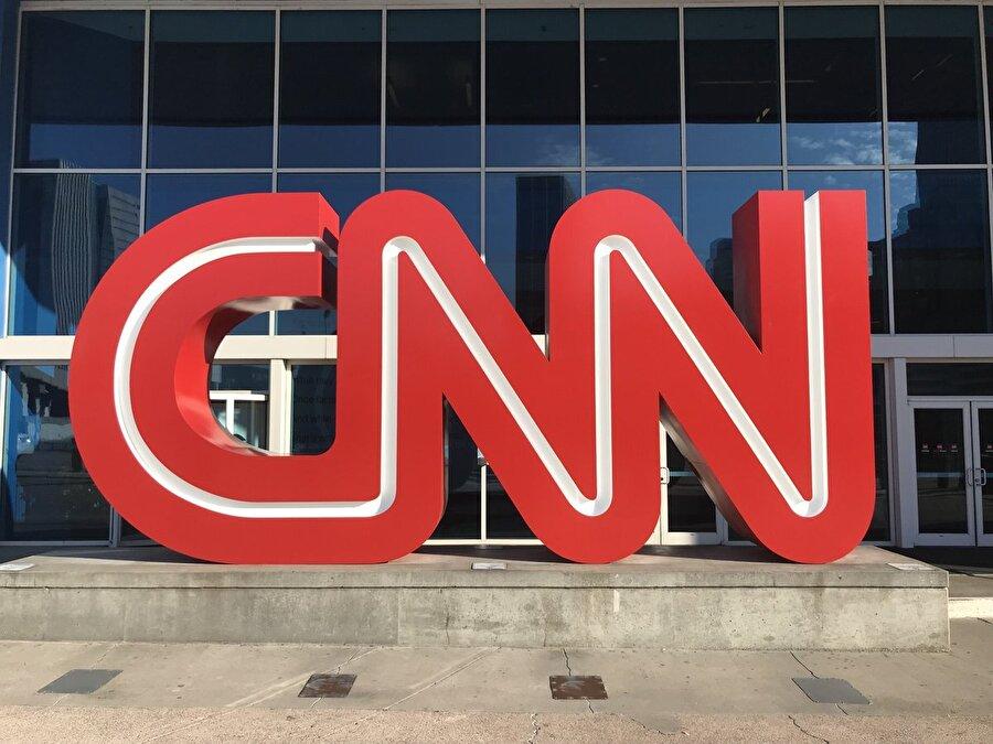 """CNN CNN kanalı, Trump'ın, çekilme kararını alırken, ulusal güvenlik danışmanlarının ve askeri uzmanların """"Suriye'den şimdi çekilmenin zamansız ve mantıksız olduğuna"""" yönelik tavsiyelerini dinlemediğini ileri sürdü."""