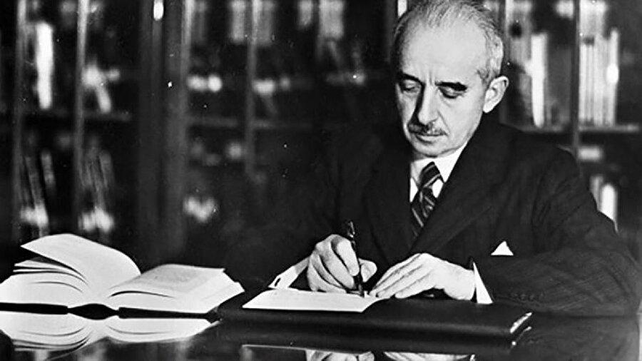 İsmet İnönü (11 Kasım 1938 - 22 Mayıs 1950)                                      İsmet İnönü, 10 Kasım 1938 tarihinde Atatürk'ün vefatı üzerine 11 Kasım 1938'de Cumhurbaşkanı seçildi. İnönü, 14 Mayıs 1950 yılında yapılan seçimlerde Demokrat Partinin çoğunlukla iktidara geçmesi üzerine Cumhurbaşkanlığından çekildi ve o günden sonra muhalefet liderliği görevine başladı (İnönü 3 Nisan 1939, 8 Mart 1943 ve 21 Temmuz 1946 seçimlerinde üç defa daha Cumhurbaşkanı seçilmiştir).