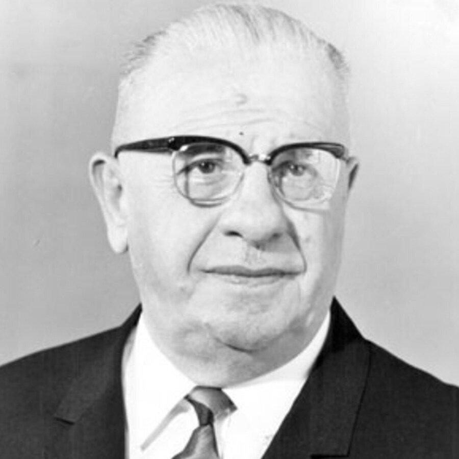 Cevdet Sunay (28 Mart 1966 - 28 Mart 1973)                                      Cevdet Sunay, Gürsel'in rahatsızlığı sebebiyle cumhurbaşkanlığı görevinin sona ermesi üzerine 28 Mart 1966'da Türkiye Büyük Millet Meclisi tarafından Türkiye'nin beşinci cumhurbaşkanı seçildi. Sunay 7 yıllık görev süresini tamamladıktan sonra 1973 yılında cumhurbaşkanlığından ayrıldı.