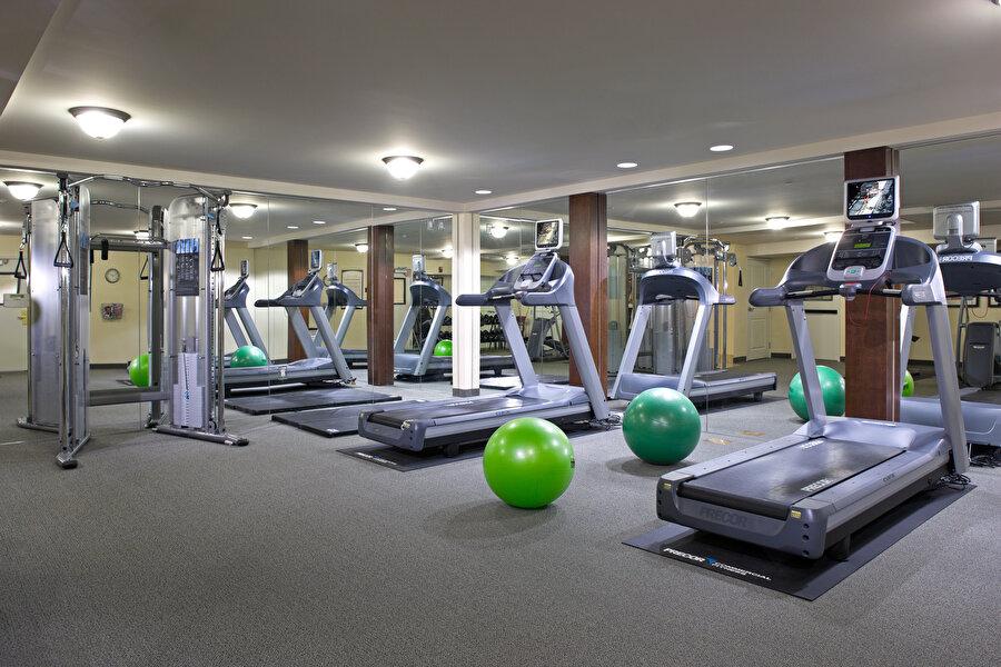 Spor salonu                                      Ortalamanın üstünde bir spor salonunun yıllık ücreti bin 400 liradan başlıyor. Bu da bir aylık asgari ücretle 17 buçuk ay spor yapmanız anlamına geliyor.