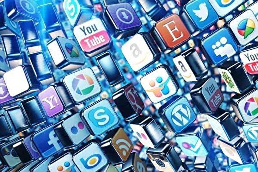 """İnternete vergi geliyor                                      Google, Youtube, Facebook gibi yurt dışı platformlara ve """"internet fenomeni"""" olarak tabir edilen kişilere verilecek reklamlar ve aracılık hizmetleri, ödemeler üzerinden stopaj uygulamasıyla vergiye tabi olacak. İnternet ortamında reklam hizmeti verenlere veya internet ortamında reklam hizmeti verilmesine aracılık edenlere yapılacak ödemeler, ödeme yapılan kişinin vergi mükellefi olup olmadığına bakılmaksızın, belirlenmiş oranlarda stopaj vergisine tabi olacak.   Karar uyarınca internet ortamında reklam hizmeti verenlere veya internet ortamında reklam hizmeti verilmesine aracılık edenlere yapılacak ödemeler, ödeme yapılan kişinin vergi mükellefi olup olmadığına bakılmaksızın, belirlenmiş oranlarda stopaj vergisine tabi olacak."""