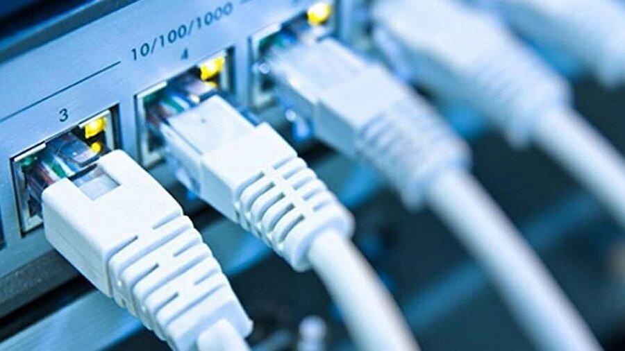 İnternette kota kalkacak                                      İnternet kullanıcılarının internet kullanımı esnasında yoğun veri trafiğinden etkilenmemesi için ve oluşabilecek teknik problemleri engellemek amacıyla uygulanan planlanmış uygulamalar bütünü olan adil kullanım kotası kaldırılacak.