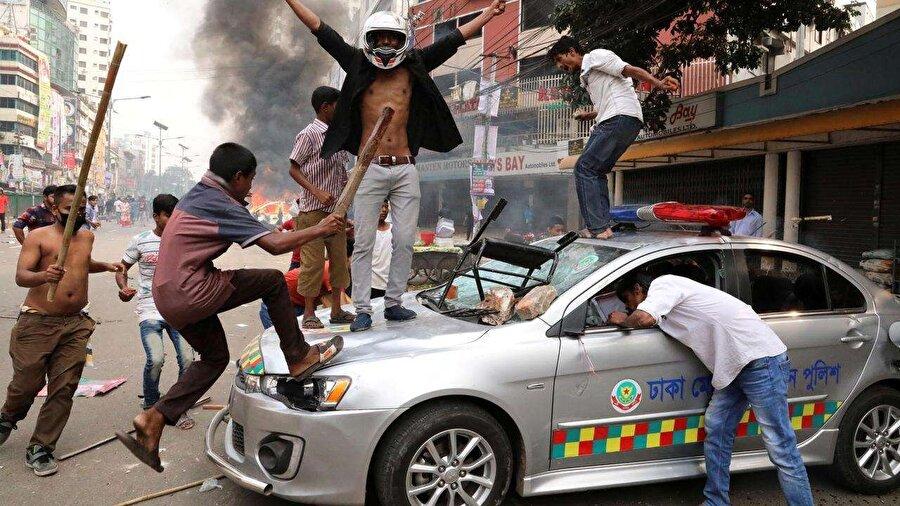 Üçüncü kez kazandı Daily Star'ın haberinde yer verdiği resmi olmayan sonuçlara göre, Bangladeş'te yapılan 11. genel seçim, iktidardaki Şeyh Hasina liderliğindeki Avami Birliğinin öncülüğündeki Büyük İttifak'ın zaferiyle sonuçlandı. Muhalefet seçim sonuçlarına itiraz ederken, seçim günü ülke genelinde, sonucunda 17 kişi hayatını kaybettiği birçok şiddet olayı yaşandı.