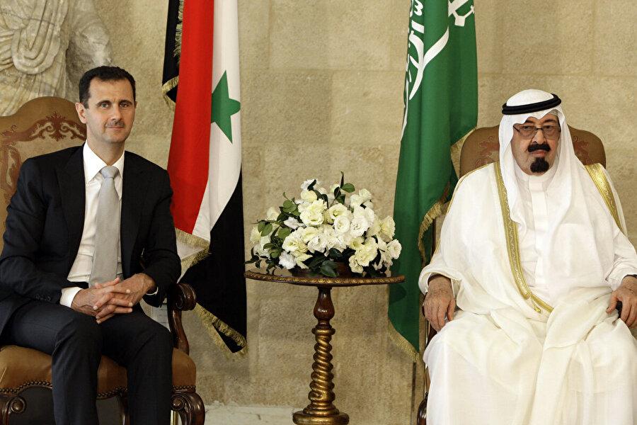 Suudi Arabistan da Şam'daki elçiliğini açıyor Birleşik Arap Emirlikleri (BAE) ve Bahreyn'den sonra, Suudi Arabistan'ın da Suriye'nin başkenti Şam'daki büyükelçiliğini yeniden faaliyete geçireceği açıklandı. İngiliz Daily Telegraph gazetesinin haberine göre, Riyad yönetimi bu yılın ilk yarısı içinde, Şam'la diplomatik ilişkileri yeniden resmen tesis edecek. İki ülke arasındaki münasebetler, 2011 yılında Arap Baharı'nın patlak vermesiyle kopmuştu.