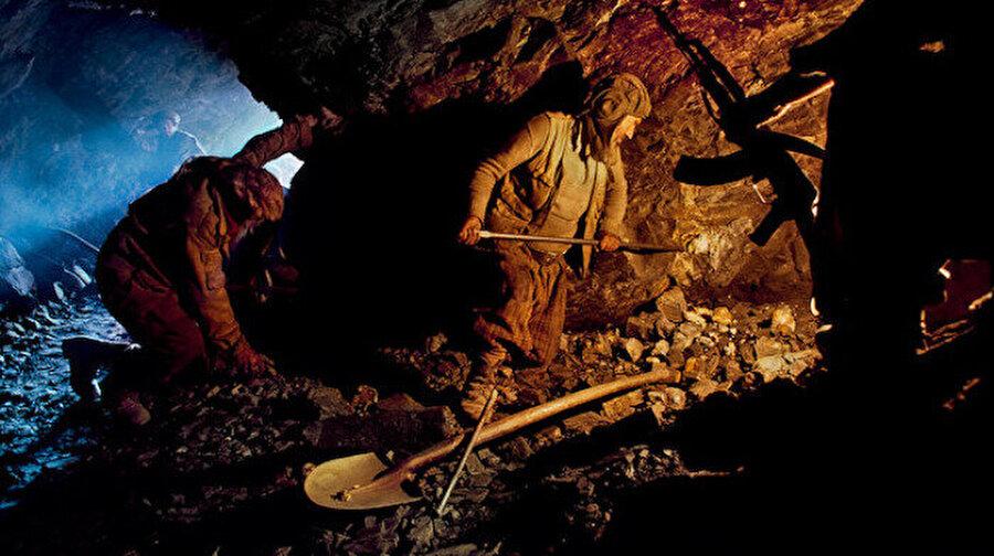 Afganistan'dan maden faciası Afganistan'ın kuzeyindeki Badahşan eyaletinde bulunan bir altın madeninde yaşanan göçük sonucu, en az 40 işçinin hayatını kaybettiği belirtildi. Polis sözcüsünün yaptığı açıklamada, bölgeye erişimin zorluğundan ötürü arama-kurtarma çalışmalarının da güç olduğu kaydedilerek, ölü sayısının artabileceği belirtildi.