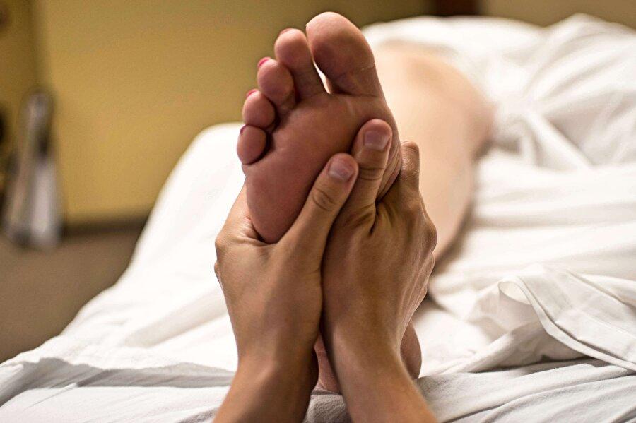 Ayak hastalıkları uzmanı                                      Ortalama maaş: 127,740Dolar          İşsizlik Oranı: 1.2