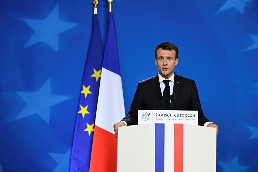 """Fransa                                      Fransa Cumhurbaşkanı Emmanuel Macron, İngiltere hükümetini kast ederek """"Baskı büyük ölçüde onların üzerinde."""" dedi. Anlaşmasız Brexit'in zarar verici olacağını söyleyen Macron, bir geçiş sürecinin gerekli olduğunu vurguladı.     Macron """"Onlarla bir geçiş sürecini müzakere etmemiz gerekiyor"""" dedi."""