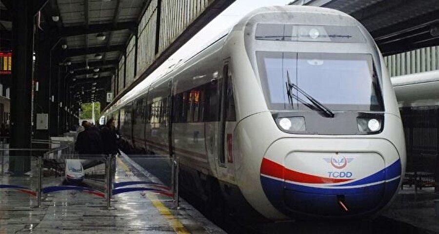 10 Mart Türkiye'nin ilk hızlı treni olan Yüksek Hızlı Tren'nin (YHT) ilk seferi Ankara-Eskişehir hattında yapıldı.