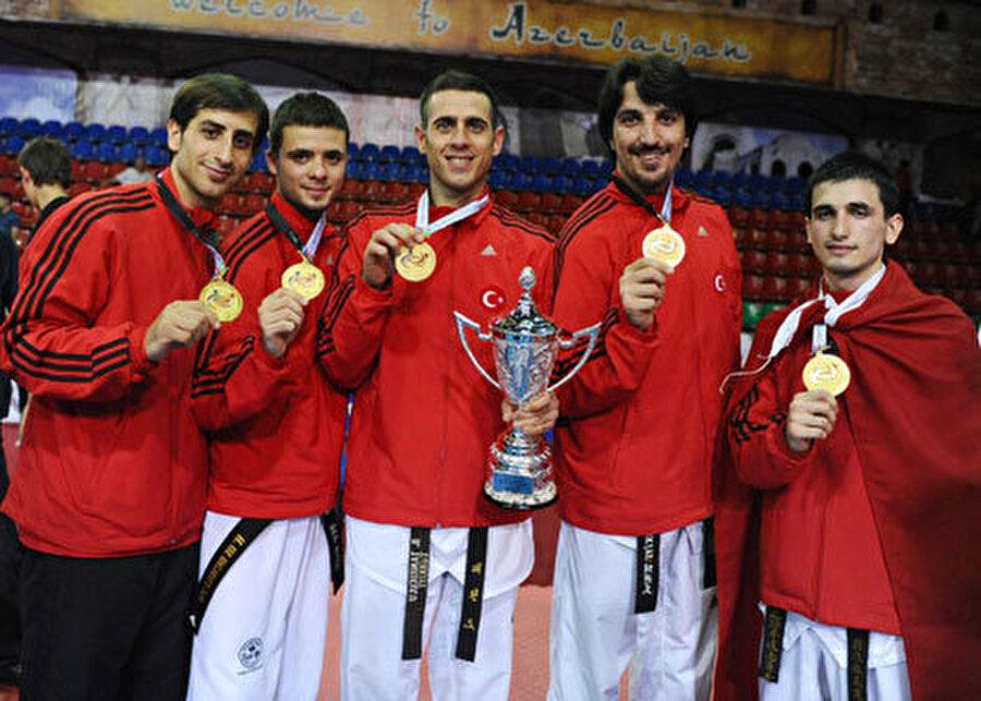15 Haziran 2009 Tekvandoda Azerbaycan'ın başkenti Bakü'de düzenlenen ve 5 gün süren 2. Dünya Takımlar Şampiyonası'nda Türkiye, erkeklerde Dünya Şampiyonu, bayanlarda ise dünya üçüncüsü oldu.