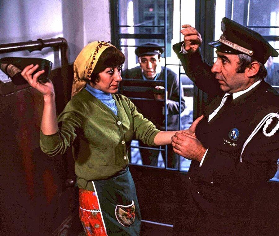 1977 yılında Çöpçüler Kralı'nda başrolü Şener Şen ve Kemal Sunal'la paylaştı.