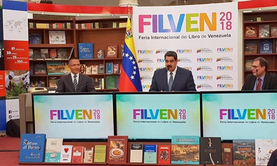 """Türkiye, Venezuela Uluslararası Kitap Fuarı'nda onur konuğu oldu                                      Türkiye, Venezuela Uluslararası Kitap Fuarı'nın (FILVEN) onur konuğu olarak yer almıştı.  Devlet Başkanı Maduro yaptığı açış konuşmasında, Türk halkının ve tarihinin güzelliklerini tanımak için Türkiye'yi FILVEN'e davet ettiğini vurgulamıştı.      Venezuela ve Türkiye arasında insani bir diyalog bulunduğuna dikkat çeken Maduro, """"Türkiye'nin tarihini, halkını, kültürünü, güzelliğini ve çeşitliliğini seviyorum."""" ifadelerini kullanmıştı."""