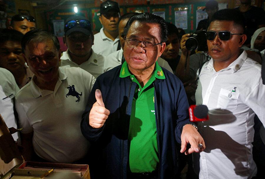 """Moro Müslümanları sandığa gitti Filipinler'de, Müslümanların yoğun yaşadığı Mindanao eyaleti çevresindeki adalara özerklik tanınması hakkındaki Bangsamoro Organik Yasa Tasarısı (BOL) kapsamındaki referandumda Morolar oy kullandı. Henüz oyların sayımına devam edilse de yapılan bölgesel referandumda """"evet"""" oylarının önde olduğu bildirildi."""