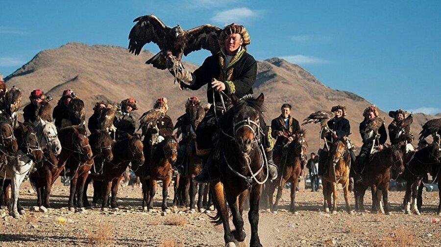 Moğolistan'ın Kazakları                                                                           Aslında Blink. And They're Gone, büyük bir kampanyanın başlangıcı niteliğini taşıyacak. Jimmy Nelson, 2019 yılı içerisinde yerli kültürlere karşı olan farkındalığı artırmak için ajanslarla bir araya geleceğini açıkladı. Bu sayede bahsi geçen kısa film gibi birçok projeye yakın zamanda tanıklık edebiliriz.