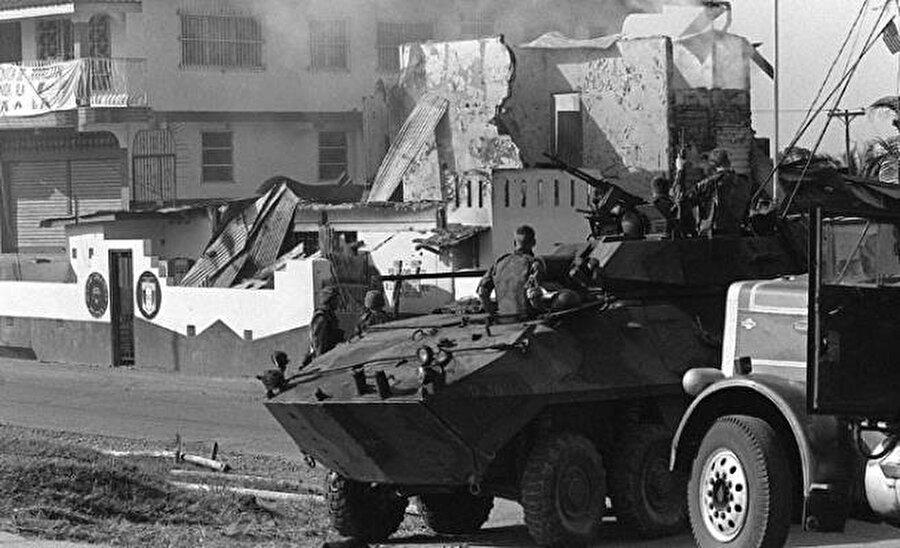 Panama'nın işgali Ulusal Savunma Güçlerinin başına 1982'de geçen ve Panama'yı fiilen yönetmeye başlayan eski CIA ajanı General Manuel Noriega, ABD ile arasının açılması sonrası hedef haline geldi. ABD destekli Devlet Başkanı Eric Artura Delvalle'nin 1988 yılında görevden alınması üzerine Beyaz Saray mali ve diplomatik savaş başlattı. Bu adımı, ABD birliklerinin 20 Aralık 1989'da Noriega'yı devirmek için ülkeyi işgal harekatı takip etti. 25 binden fazla askerin katıldığı işgal neticesinde Noriega teslim olurken, ülkede de yönetime Guillermo Endara Galimany geldi.