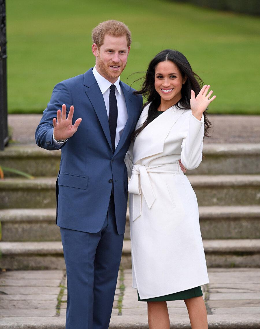Ünlü oyuncu, hayır işleriyle de adını duyuruyor. Afganistan'da bulunan ABD kuvvetlerini ve ailelerini ziyarete gidiyor, kadınlarla buluşuyor, yardım dernekleri için iş birliği yapıyor. Onun bu kadar hayırsever biri olması bir bakıma Prens Harry ile yollarının kesişmesini de sağladı. Söylentiye göre Meghan Markle, bir dernek toplantısında Prens Harry ile tanıştı.