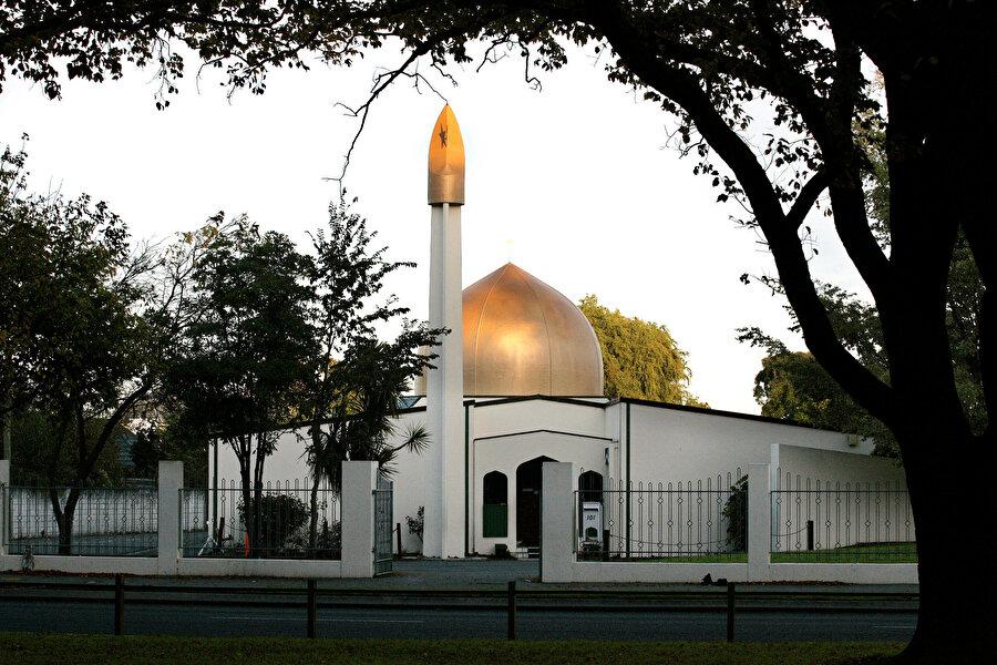 Ne oldu?                                      Yeni Zelanda'nın ChristChurch kentindeki iki camiye, cuma namazı sırasında silahlı terör saldırısı düzenlendi. 49 kişi yaşamını yitirdiği olayda 48 kişinin tedavisinin sürdüğü açıklandı.