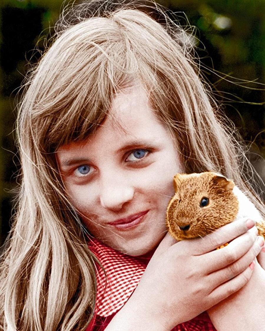 Diana, 9 Yaşına kadar evde eğitim gördü.