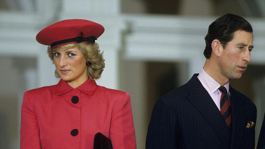 1997 yılında, ölmeden 2 ay önce AIDS ve göğüs kanseri ile ilgili hayır kurumlarına bağışlamak için bazı elbiselerini satan Prenses Diana'nın, sattığı elbiselerinin toplam değeri 6 Milyon Dolar'a ulaştı.