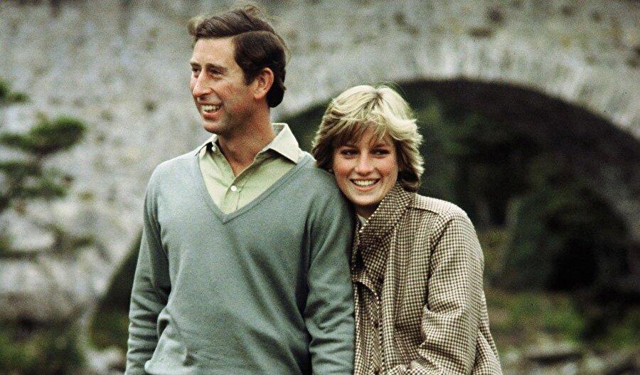 Nikahında, okunan kitaptaki 'itaat' kelimesini söylemeyi reddetmiştir. 2011 Yılında Prens William ile evlenen Kate Middleton, Prenses Diana gibi kitabı okurken 'itaat' kelimesini kullanmamıştır.