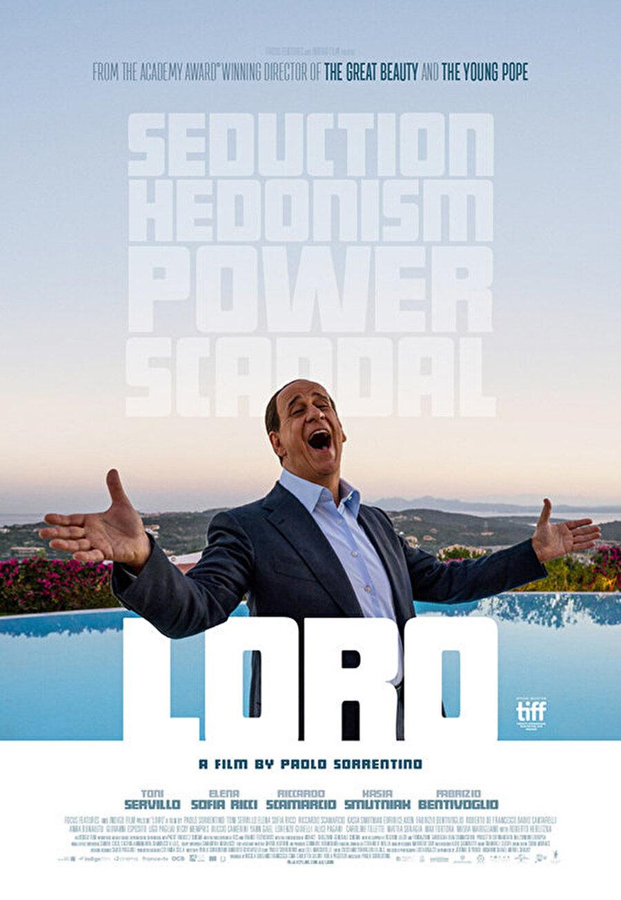 """1. Loro Paolo Sorrentino'nun yönettiği; Toni Servillo, Elena Sofia Ricci, Riccardo Scamarcio, Kasia Smutniak, Euridice Axen ve Giovanni Esposito'nun rol aldığı """"Loro"""" izleyici ile buluşacak. İtalyan sinema yönetmeni, yapımcı ve senarist Paolo Sorrentino'nun senaryosunu Umberto Contarello ile birlikte yazdığı film, skandallarıyla anılan eski İtalya Başbakanı Silvio Berlusconi'nin hayatını beyaz perdeye yansıtacak. Sorrentino, son filmi Loro'da ünlü siyasetçinin hem özel hayatına dokunuyor hem de İtalyan siyasetini hicvediyor. Ünlü yönetmen; biyografi türündeki filmde siyasi kariyerinin yanı sıra ülkesinin en zengin kişilerinden biri olan Berlusconi'nin portresini çizerken çok konuşulan skandalların perde arkasına da bakıyor."""