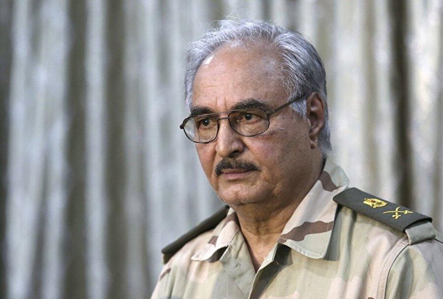 Petrol tesisleri onun elinde Kaddafi'nin devrilmesinden 3 yıl sonra BM'nin liderliğinde tartışmalı bir seçim yapılıp birlik hükümeti kurulduğunda, General Hafter'in yeniden yükselişi başladı. Hafter ve ordusu, doğuda Tobruk ve etrafında ülkenin başlıca petrol tesislerini ele geçirdi ve buradaki paralel yönetime katıldı. O günden beri de Libya'da istikrarı ancak kendisinin sağlayabileceğini söylüyor.