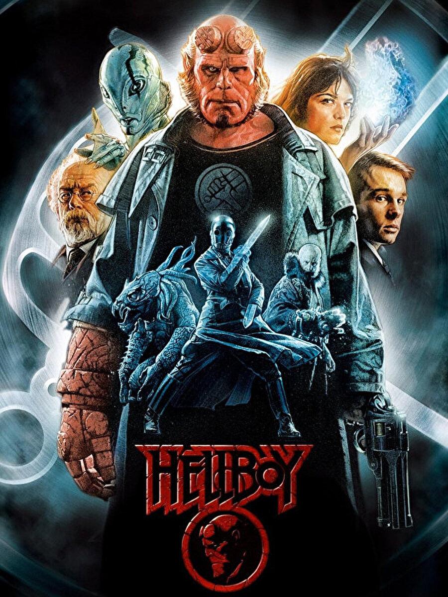 """8. Hellboy                                      Mike Mignola'nın ünlü grafik romanının yeni sinema uyarlaması """"Hellboy""""un başrolünde bu kez David Harbour yer alıyor.Cehennemden gelen ünlü çizgi roman karakteri Hellboy'un beyazperdedeki yeni macerasının senaryosunu Mignola ile birlikte Andrew Cosby ve Christopher Golden kaleme aldı.Neil Marshall'ın yönettiği filmde """"Hellboy"""", bu yepyeni macerasında intikam ateşiyle yanıp tutuşan ve insanlığa savaş açan bir büyücüye karşı mücadele ediyor."""