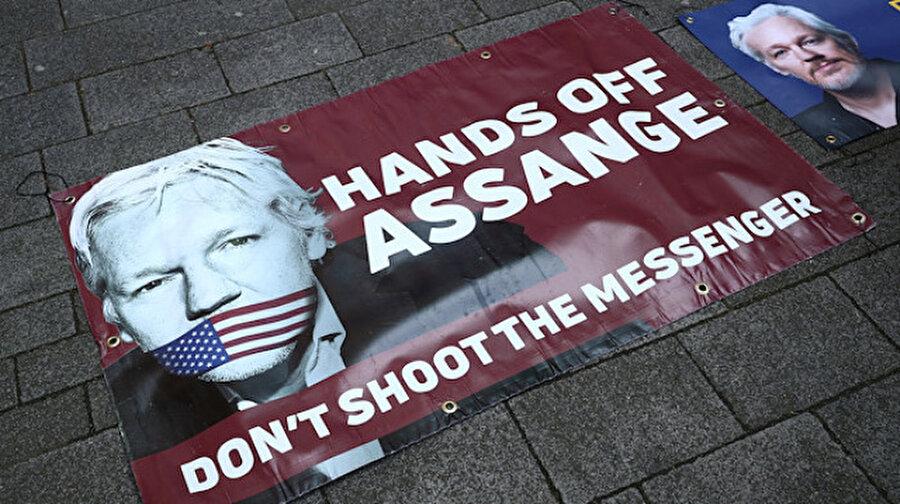 Julian Assange ile bağlantılı olduğu iddia edilen  bir kişi gözaltına alındı.                                                                            Wikileaks kurucusu Julian Assange ile bağlantılı olduğu iddia edilen İsveçli bir bilgisayar programcı, Ekvador Devlet Başkanı Lenin Moreno'ya şantaj yapmak üzere kumpas kurulmasında rolü olduğu gerekçesiyle gözaltına alındı.