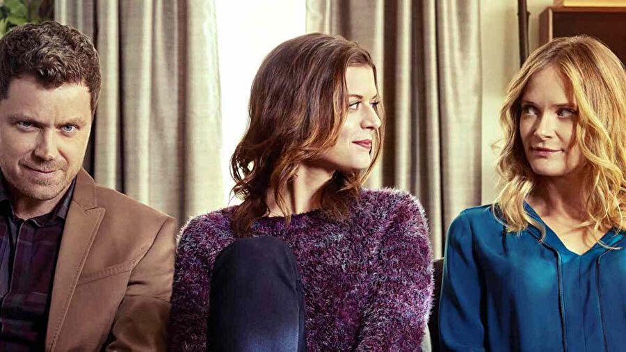 9- You Me Her                                      30'lu yaşlarının ikinci yarısında olan Emma ve Jack çiftinin ilişkilerinde meydana gelen traji komik olaylar konu ediniyor.