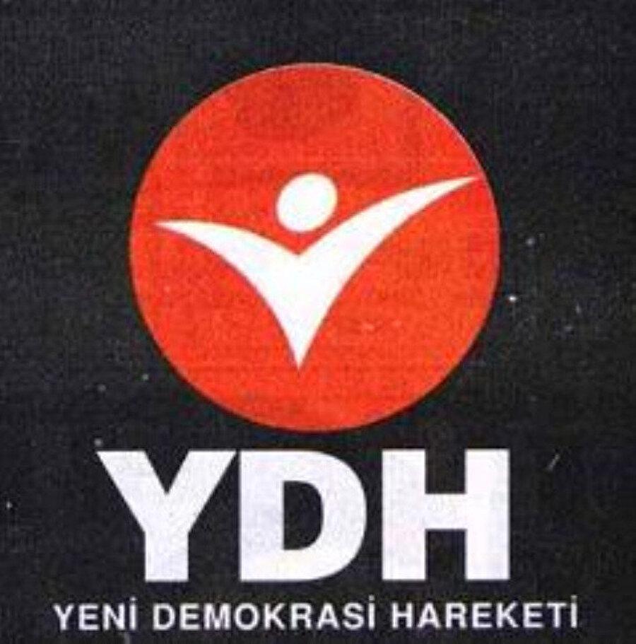 Yeni Demokrasi Hareketi (YDH)                                      22 Aralık 1994'te işadamı Cem Boyner'in liderliğinde Asaf Savaş Akat, Cengiz Çandar, Can Paker, Etyen Mahçupyan, Kemal Anadol, Mehmet Altan, Kemal Derviş gibi sanayici, işadamı, yazar ve akademisyenin katılımıyla kuruldu. Kurulduğundan itibaren manşetlerden inmeyen, YDH tek başına iktidar olmak istiyordu. Parti medyanın yoğun ilgisine rağmen katıldığı 1995 Genel Seçimleri'nde büyük bir hezimete uğradı. YDH aldığı 133,889 oyla, % 0.48'lik oy oranında kalarak büyük hayal kırıklığına uğradı. Bu başarısızlıktan sonra, Nisan 1996'da Genel başkan Cem Boyner, YDH'nin misyonunu tamamladığını düşündüğünü belirterek görevinden ve YDH'den istifa ettiğini açıkladı. Boyner'in istifasından sonra genel başkanlığa getirilen Hüseyin Ergün döneminde siyasi yaşamını daha fazla devam ettiremeyen YDH, Kasım 1997'de kendini fesh ederek, Barış Partisi'ne katıldı