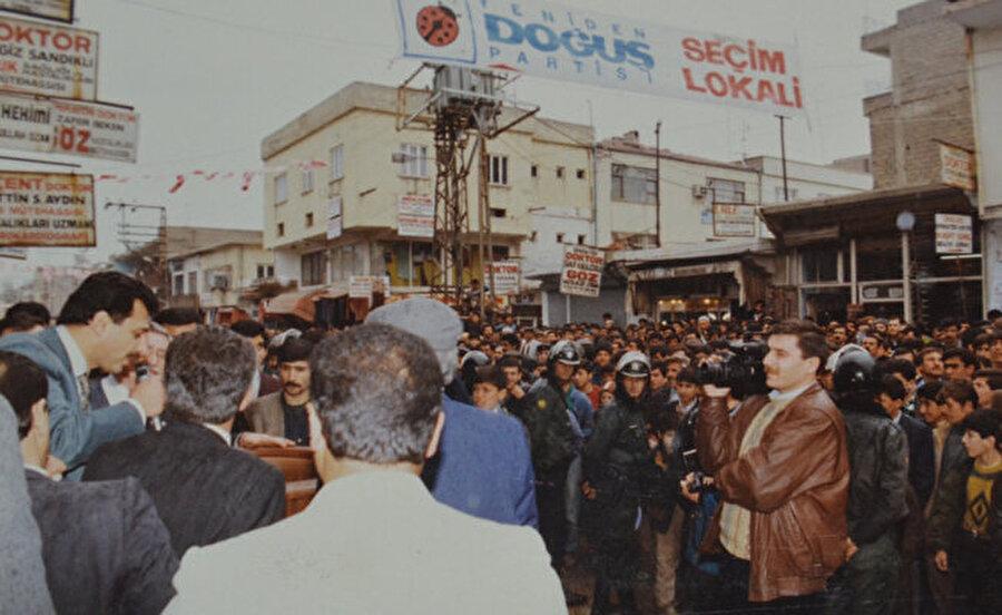 Yeniden Doğuş Partisi (YDP)                                      Yeniden Doğuş Partisi (YDP), 23 Kasım 1992'de, Anavatan Partisi'nden ayrılmış olan Hasan Celal Güzel tarafından 11 binin üzerinde kurucu üye ile gövde gösterisi yaparak kurulmuştu. Kurucular Kurulu Toplantısı kurucu sayısının fazlalığı nedeniyle Atatürk Spor Salonunda yapılabildi. İddialı açıklamalarıyla 1995 Türkiye genel seçimlerine giren parti sadece %0,34 oy alabildi. 1999'da yapılan seçimlerde aldığı oy oranı %0,14'e düşen parti genel başkan değişikliğine gitti. Hasan Celal Güzel'in partinin liderliğiyle beraber siyaseti de bırakmasından sonra YDP'nin genel başkanlığına Ahmet Rüştü Çelebi getirildi. 23 Ağustos 2002'de yapılan 3. Olağanüstü Kurultayı'nda YDP parti genel sekreteri Mehmet Ali Akgül tarafından Cem Uzan'a sunulan YDP'nin adı Genç Parti olarak değiştirildi ve parti başkanlığına da Cem Uzan seçildi.