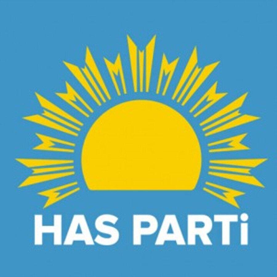 Halkın Sesi Partisi                                      Halkın Sesi Partisi (Has Parti), 1 Ekim 2010'da Saadet Partisi Genel Başkanlığı'ndan istifa ettikten sonra Prof. Dr. Numan Kurtulmuş'un kurucu Genel Başkanlığında, 1 Kasım 2010'da kuruldu ve sadece 2 yıl hayatta kalabildi. HAS Parti'nin kurucuları arasında Mehmet Bekaroğlu ve Çağrı Erhan gibi önemli isimler de vardı. Parti, 12 Haziran 2011 seçimlerine büyük umutlarla girmiş olsa da, % 0,77 oy oranı ile 329.723 oy alabilmiştir. Takip eden süreç içerisinde, 12 Temmuz 2012'de Genel Başkan Kurtulmuş, AK Parti Genel Başkanı Recep Tayyip Erdoğan ile bir görüşme yapmış ve bu görüşmede Erdoğan, HAS Parti'nin AK Parti'ye katılmasına yönelik bir teklifte bulundu. Bu öneri, HAS Parti'nin 19 Eylül 2012'de gerçekleştirmiş olduğu Olağanüstü Kongre'de 12 oya karşı 165 oy ile kabul edilmiş ve 22 Eylül 2012'de bu bütünleşme gerçekleşmiştir. Partinin o dönemki Genel Başkan Yardımcısı olan Mehmet Bekaroğlu, HAS Parti'nin devam etmesine yönelik bir süre daha çabaladıysa da, 2014'ün yaz sonuna doğru Cumhuriyet Halk Partisi'ne Genel Başkan Yardımcısı olarak katılınca, HAS Parti de kısa zamanda siyasi partiler mezarlığının yolunu tuttu.