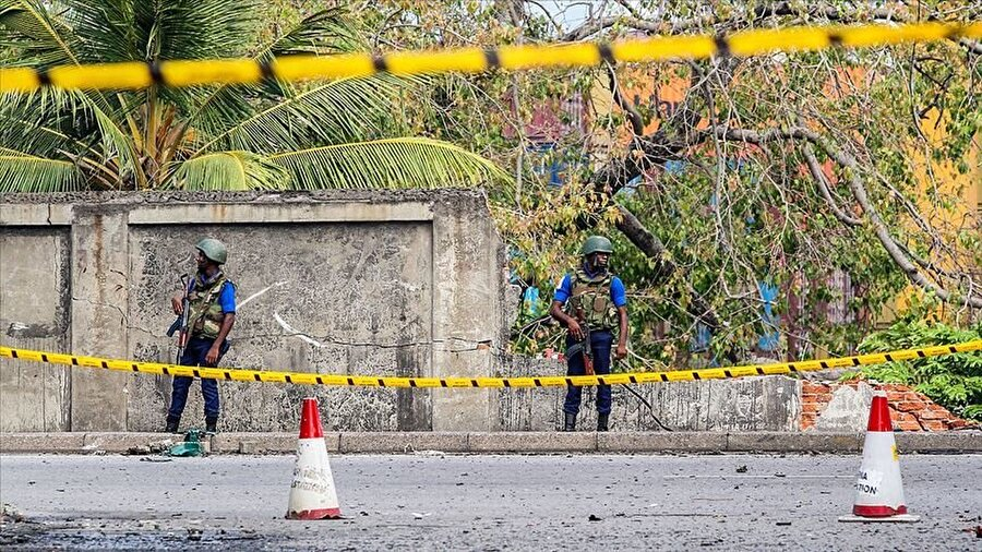 Sri Lanka'daki terör saldırılarında 253 kişi hayatını kaybetti                                      Sri Lanka'da Paskalya ayini sırasında kilise ve oteller dahil 8 noktayı hedef alan bombalı terör saldırılarında hayatını kaybedenlerin sayısı, daha önce açıklanan 359'dan 253'e güncellendi.