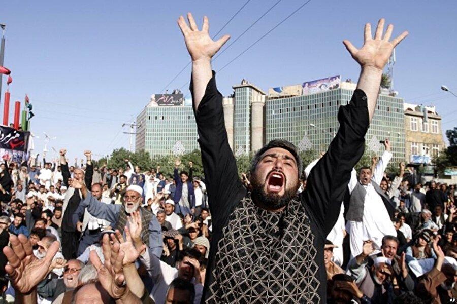 1 Ağustos 2017- Afganistan cami saldırısı  Afganistan'ın batısındaki Herat'ın en büyük Şii camisindeki bombalı intihar saldırısı en az 90 kişi yaşamını yitirdi. Saldırgan önce camide akşam namazını kılanlara silahla ateş açtı, daha sonra da üzerindeki bombayı patlattı.